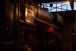 br-23-db-023/525357/abendstimmung-im-eisenbahnmuseum-darmstadt-kranichstein-23-042 Abendstimmung im Eisenbahnmuseum Darmstadt-Kranichstein. 23 042 steht bei Schuppenbeleuchtung im Lokschuppen im Okt.2016